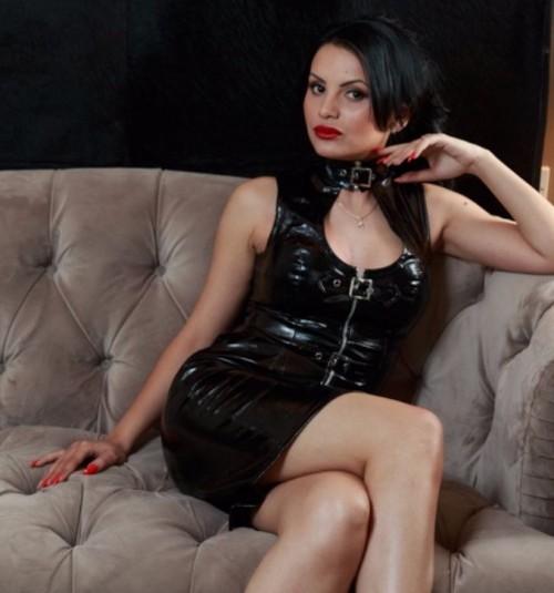 TORINO Mistress autoritaria, elegante e raffinata