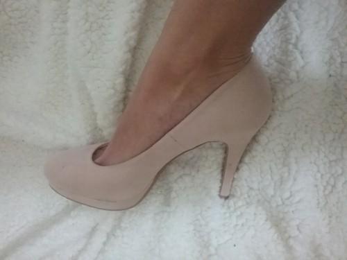 MILANO splendida Lady Vende foto piedi e biancheria usata