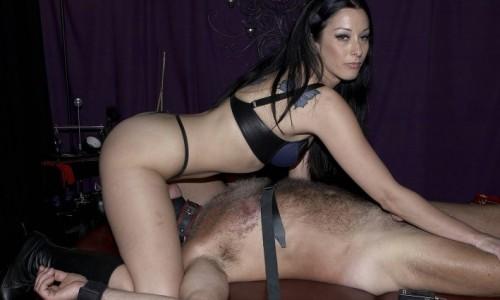 TORINO Mistress esperta in sessioni hard e soft