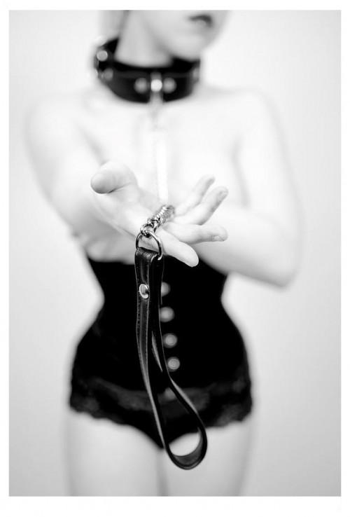 VERONA Master seleziona ragazza nel ruolo di schiava