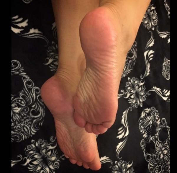 adorazione piedi uomini pelosi gay
