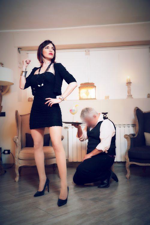 MILANOLady Scarlet erotismo e dominazione.Tour a Firenze e Roma